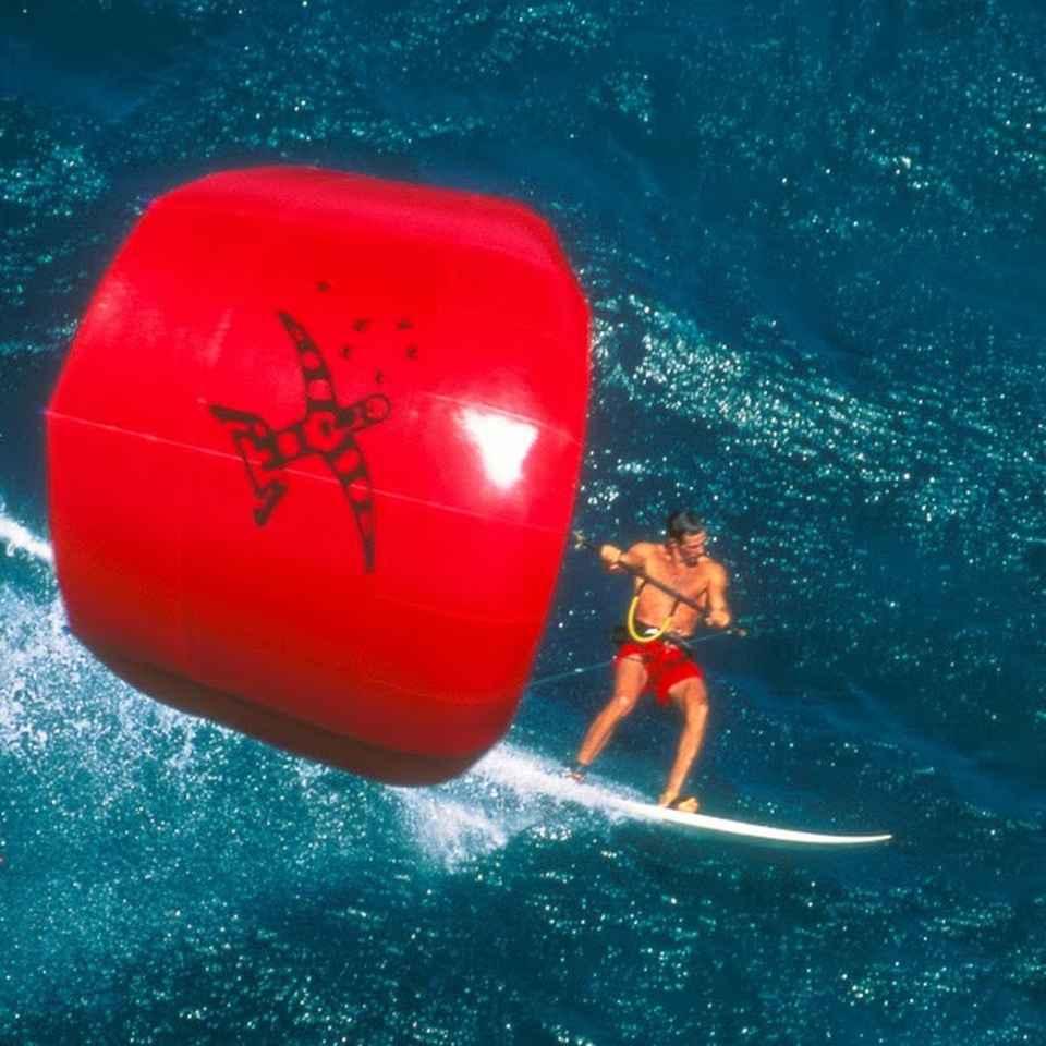 Manu Bertin on the coast of Hawaii