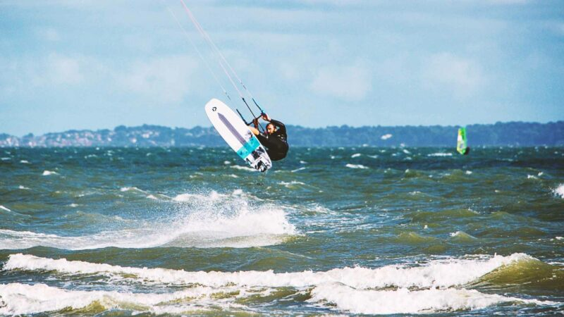 What is the Difference Between Kiteboarding and Kitesurfing?